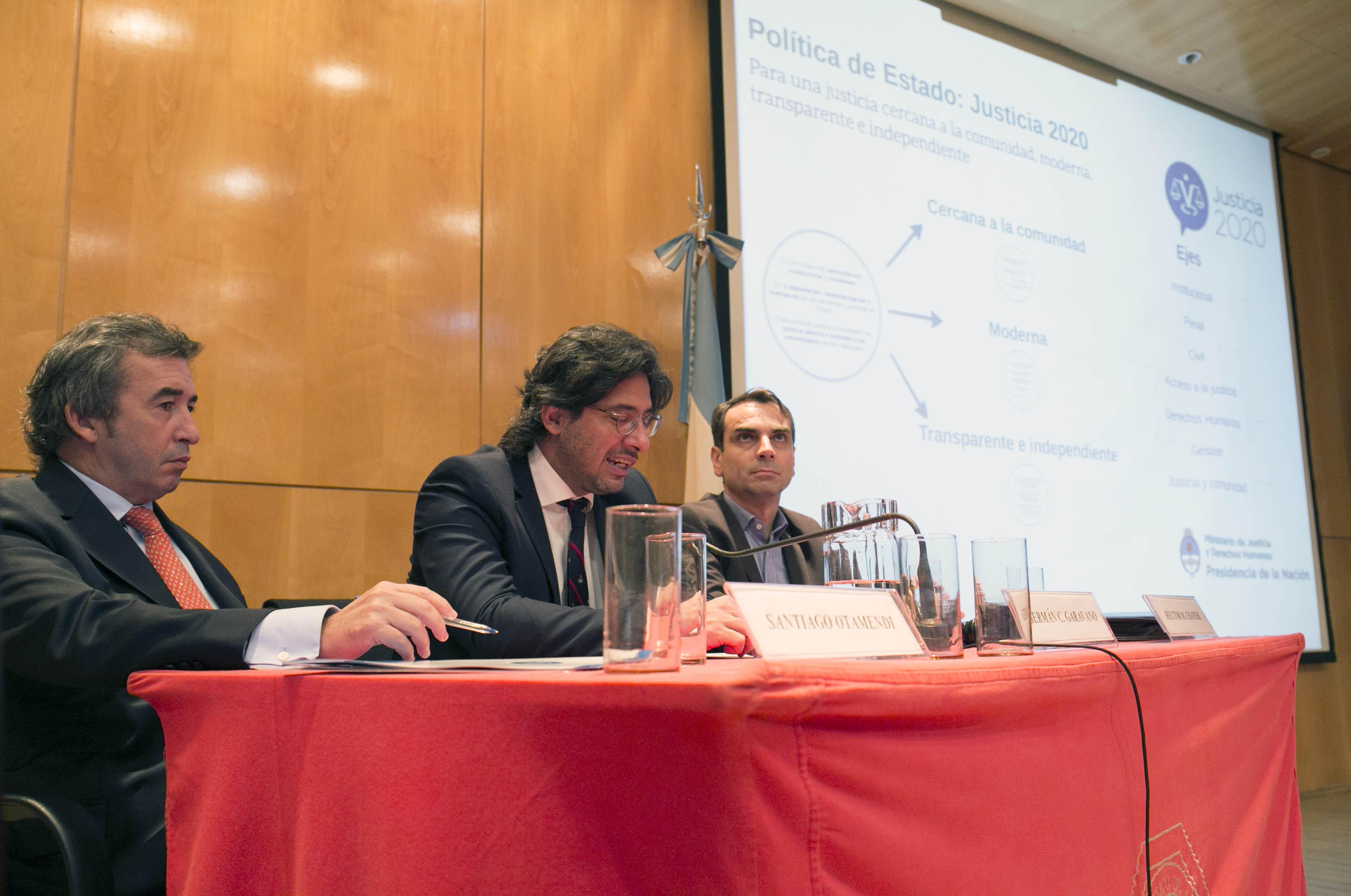 Garavano durante la charla en el Colegio Público de abogados.