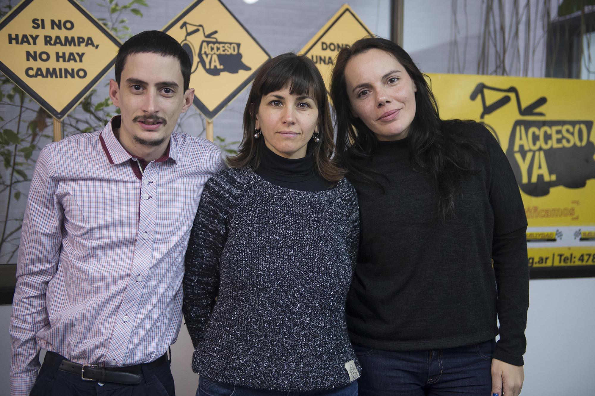 Eugenia Schonhaut (Directora Ejecutiva), Lilian Figueroa (abogada), Alejandro Bianchi (voluntario)