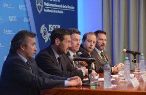 El Secretario de Justicia y los expertos de la DEA