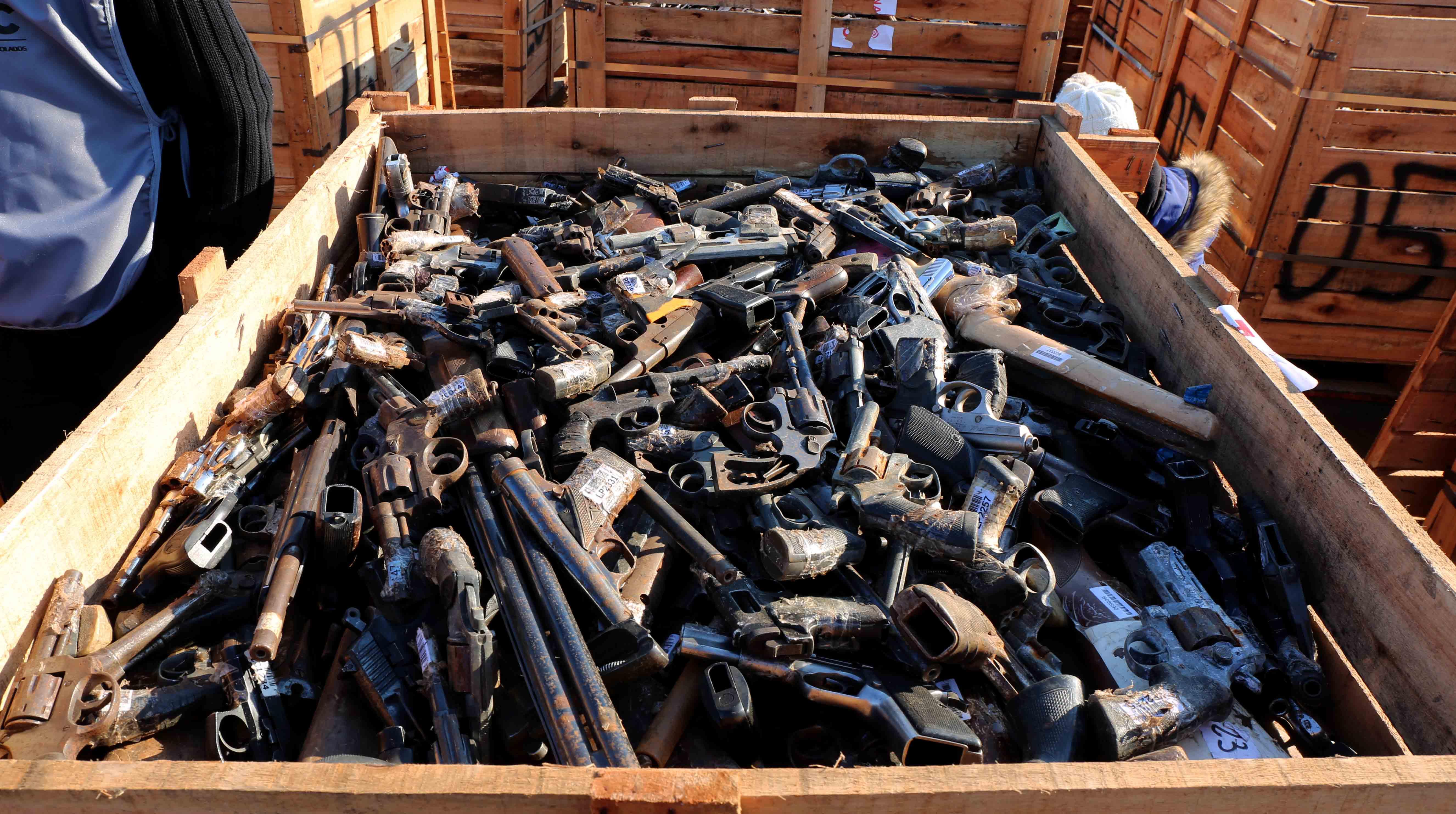 Destrucción armas (Crédito foto Matías Gontán)