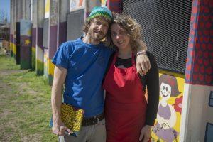 Fundación 'La Sartén Por El Mango' en Monte Chingolo. Benjamín Whitaker y Valeria Taraborrelli
