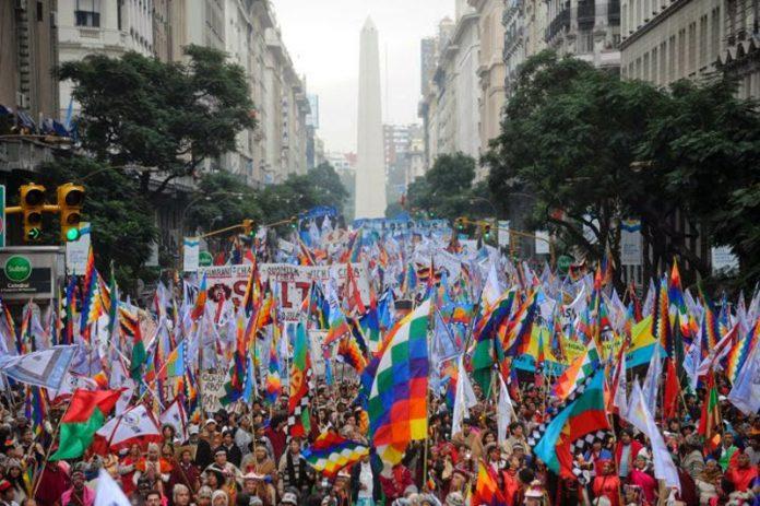 Pueblos-originarios-marchan