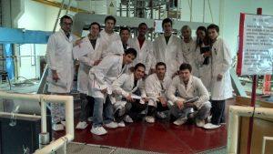 Realizando experiencias en reactor RA6
