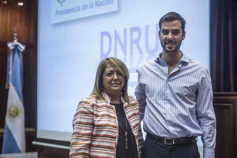Charla informativa sobre adopción de DNRUA, a cargo de Graciela Fescina (directora de DNRUA) y Juan José JEannote (asesor de DNRUA).