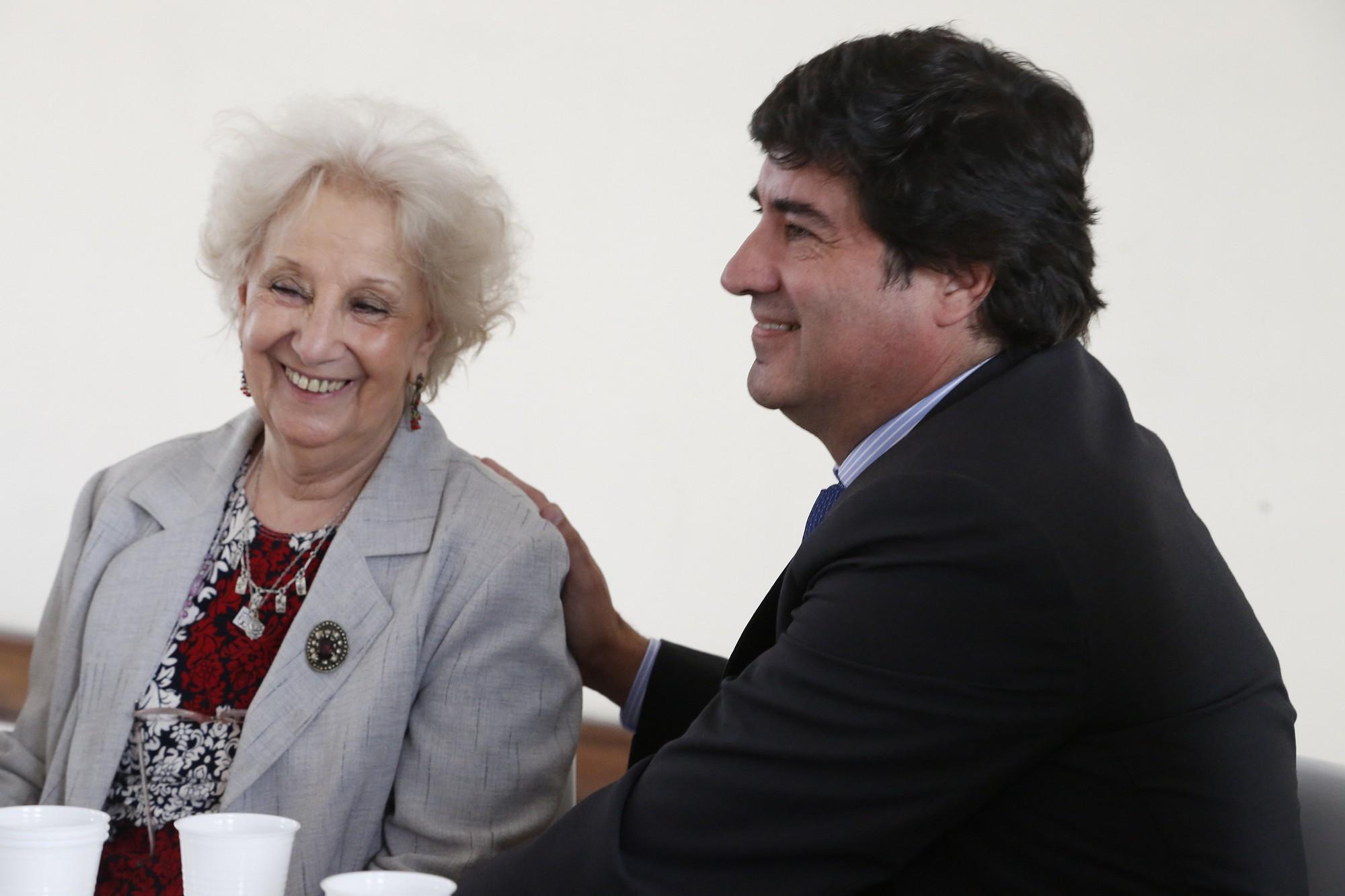 Estela de Carlotto y Alejadnro Slokar