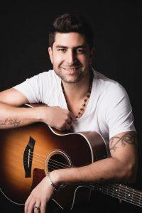 Maxi Pardo es cantautor y tiene un familiar hipoacúsico