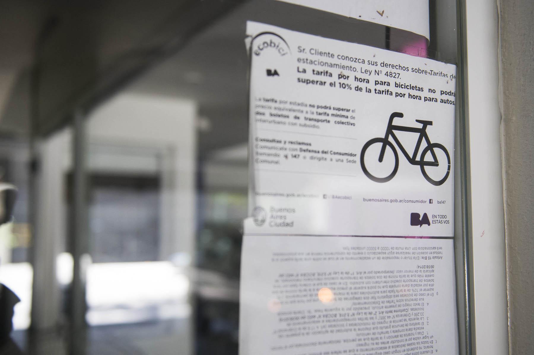 En auto, moto o bicicleta, las normas que regulan los garages ...