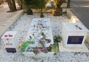 Tumba_de_Miguel_Hernández_en_el_cementerio_de_Alicante,_España