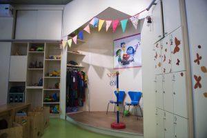 Nota a Edith Grynszpancholc de la Fundación Natalí Dafne Flexer. Fotos del edificio y la sala de juegos con niños.