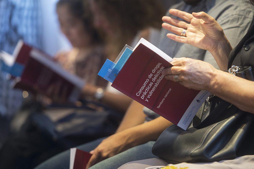 """La Dirección Nacional de Política Criminal en materia de Justicia y Legislación Penal presentó el libro """"Consumo de drogas, prácticas delictivas y vulnerabilidad social""""."""